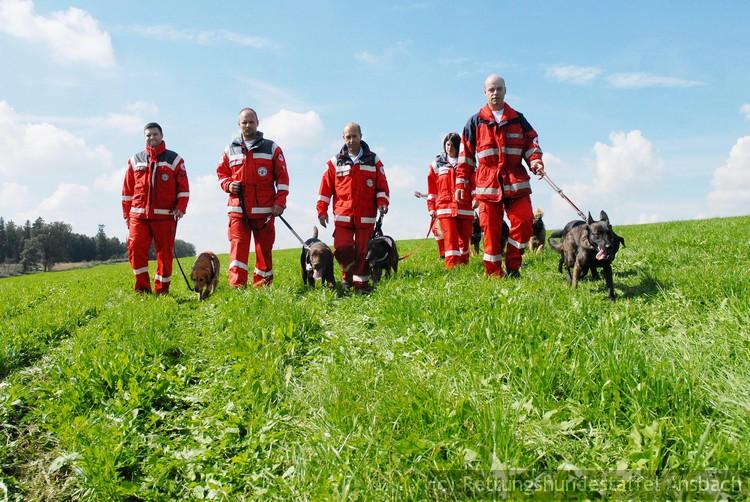Schmidt, 11.9.2010, Wettbewerb Rettungshundestaffel auf Gut Thurnsberg, im Bild die Gruppe aus Ansbach