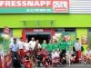 Gruppenfoto Fressnapf-Team und Rettungshundestaffel Ansbach